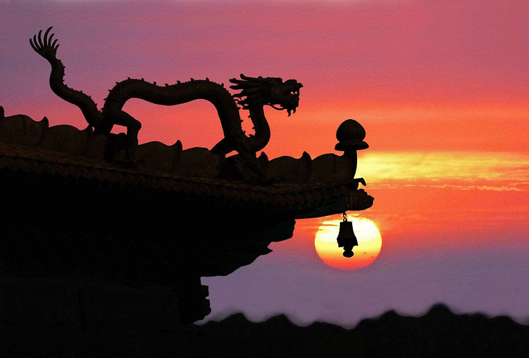 Exquisite Dragon Decoration on Roof of Building, Photo from Official Site of Chengde Mountain Resort.