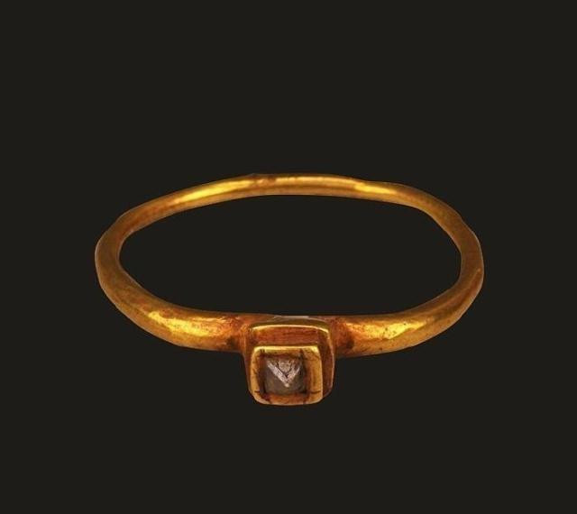 First Unearthed Diamond Ring in China (317 — 420) — Nanjing Museum