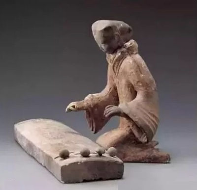 Pottery Figurine of Playing Se of the Han Dynasty (202 BC — 220 AD)