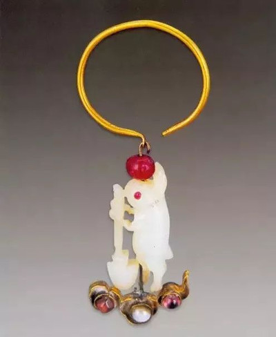 Jade Rabbit Pounding Medicines Earring, Unearthed from Grave of Wanli Emperor