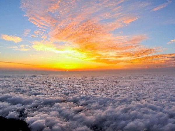 Sunrise View on Summit of Mount Emei.