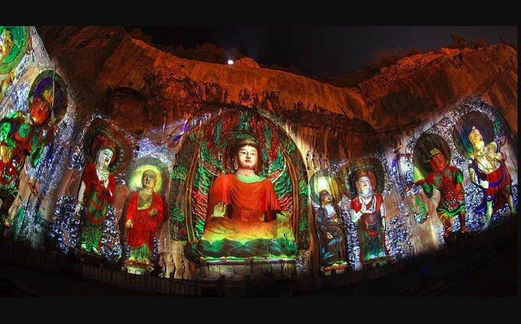 Restored Colors of the Vairocana Buddha using Modern Light and Shadow Technology.
