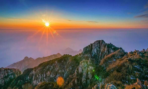 Sunrise Scape on Top of Mount Tai, Photo from Official Site of Mout Tai.