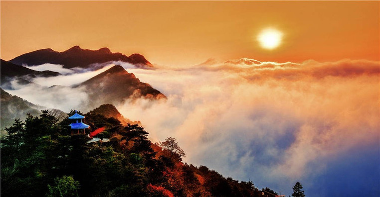 Ancient Buildings and Natural View of Mount Lu, Photo from Official Site of Lushan.