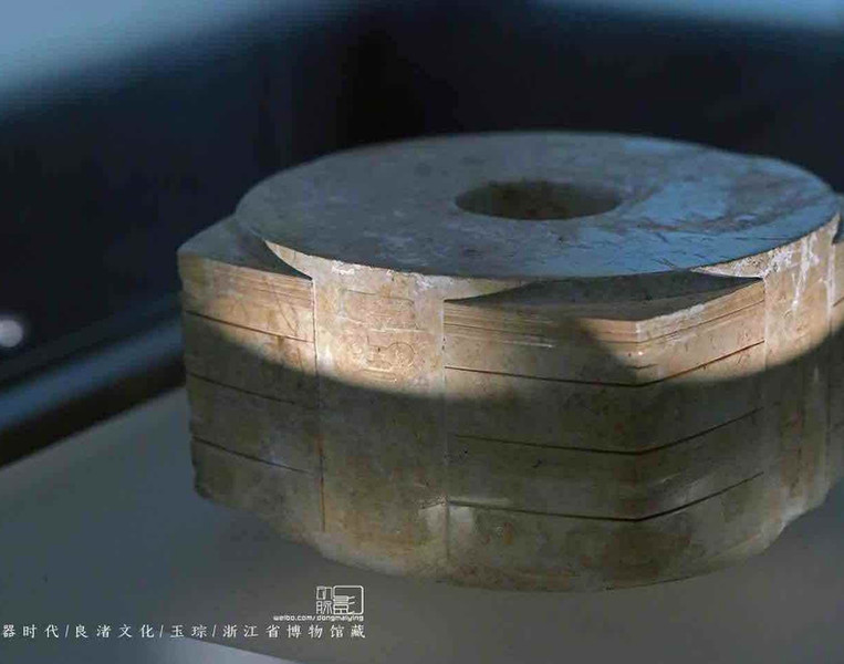 Yellow Jade Cong or Huangcong to worship Earth: