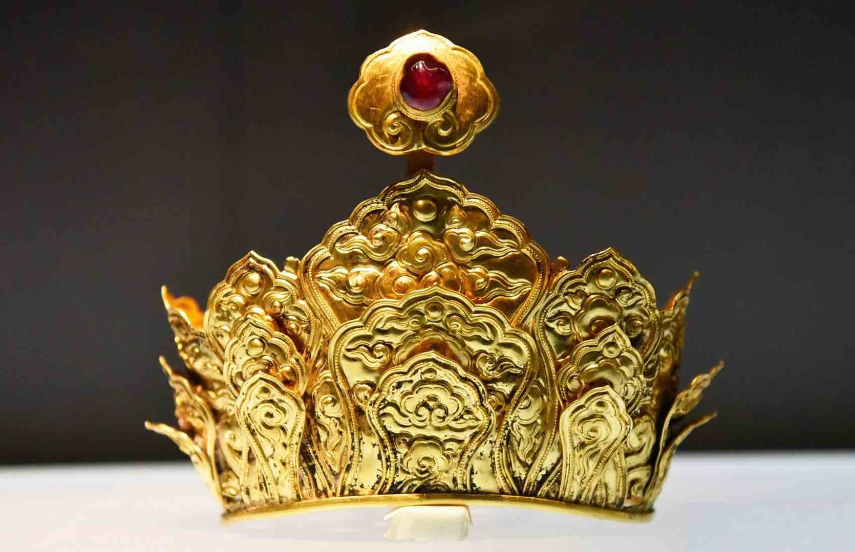 Gems Decorated Gold Lotus Crown of the Ming Dynasty (1368 — 1644) — Jiangning Museum