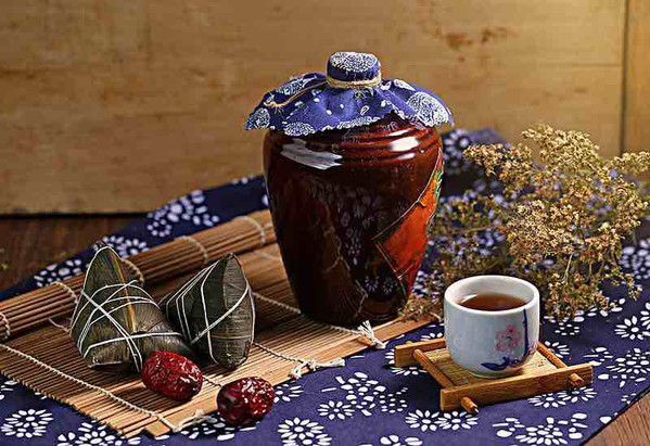 Xionghuangjiu or Realgar Wine, the traditional food of Dragon Boat Festival in China