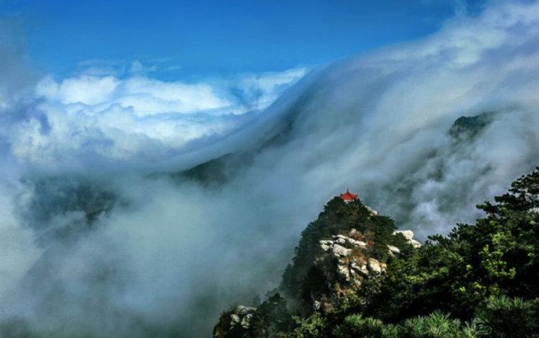 Waterfall Shaped Cloud on Mount Lu