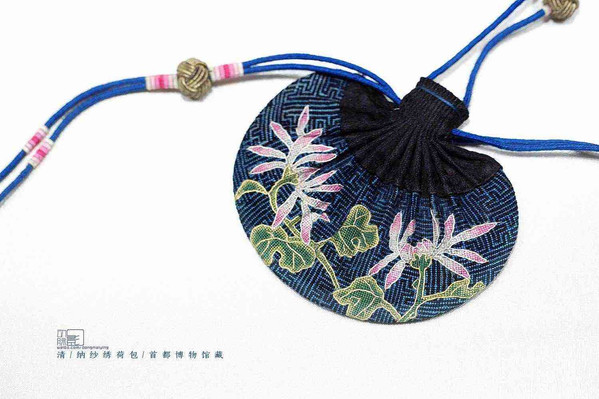 Blue He Bao with Lotus Embroideries of the Qing Dynasty (1636 — 1912) — Capital Museum (Photo by Dongmaiying)