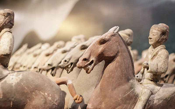 Unearthed Cavalry Figurines of the Western Han Dynasty — Xianyang Museum