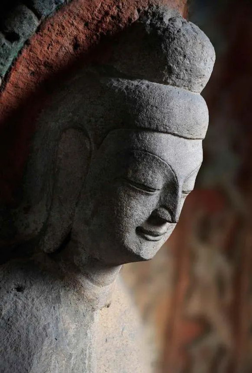 Buddha Statue in the 5th Cave, Photo from Official Site of Yungang Grottoes.