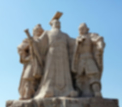 Statue of Emperor Liu Bang the founder of Han Dynasty and his ministers