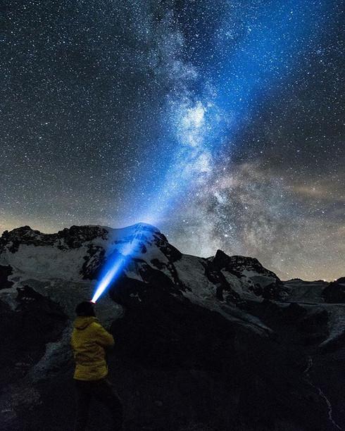 nach den Sternen greifen