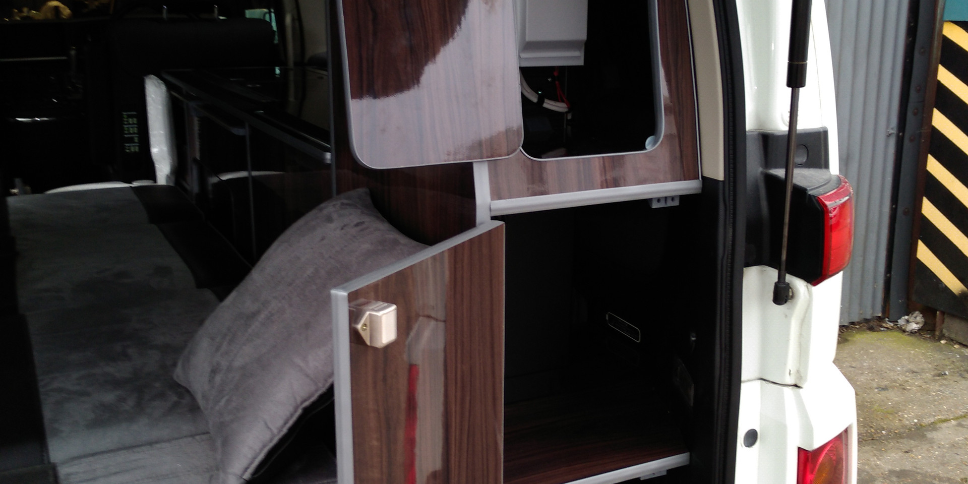 New Style Elgrand 38 RR Side Conversion