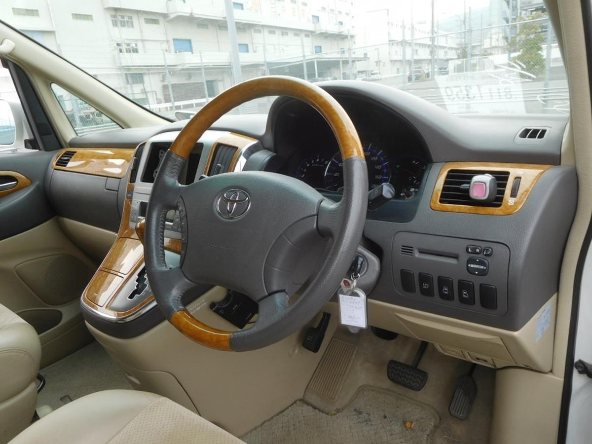 2007 Toyota Alphard Stock Van 12-2.jpg