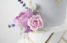 Weddingcake, Tiered wedding cake, white ruffles, roses,sugar flowers, gold, lustre, mould, pink,