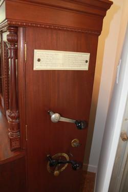 Regina Corona Music Box