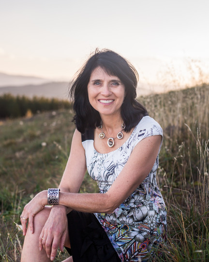 Author Headshot Karen Viggers