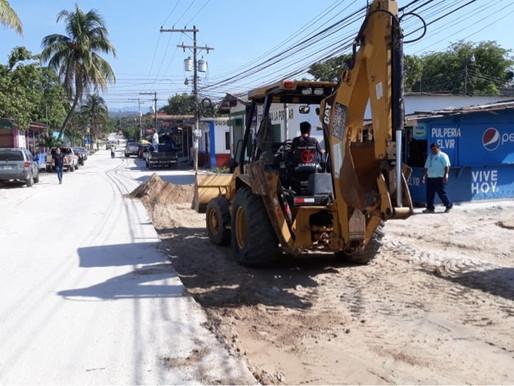 Preparación del terreno para tirar los últimos 90mts de concreto hidráulico en Col. Victoria.