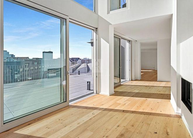 MODERN PENTHOUSE IN BERLIN KREUZBERG.jpg