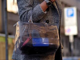 Lựa chọn túi xách cho ngày mưa