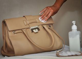 Mẹo làm sạch túi xách da cực nhanh và đơn giản