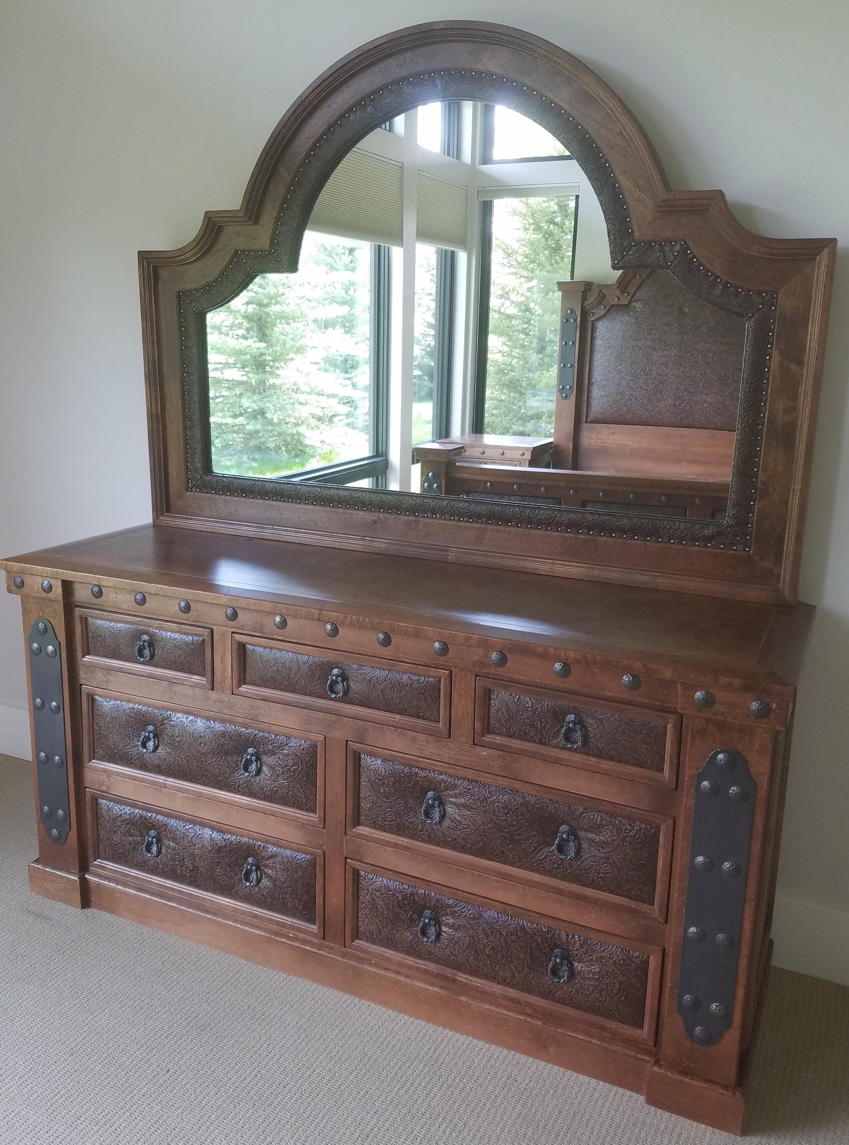 Durango 7-drawer dresser with Silverton mirror