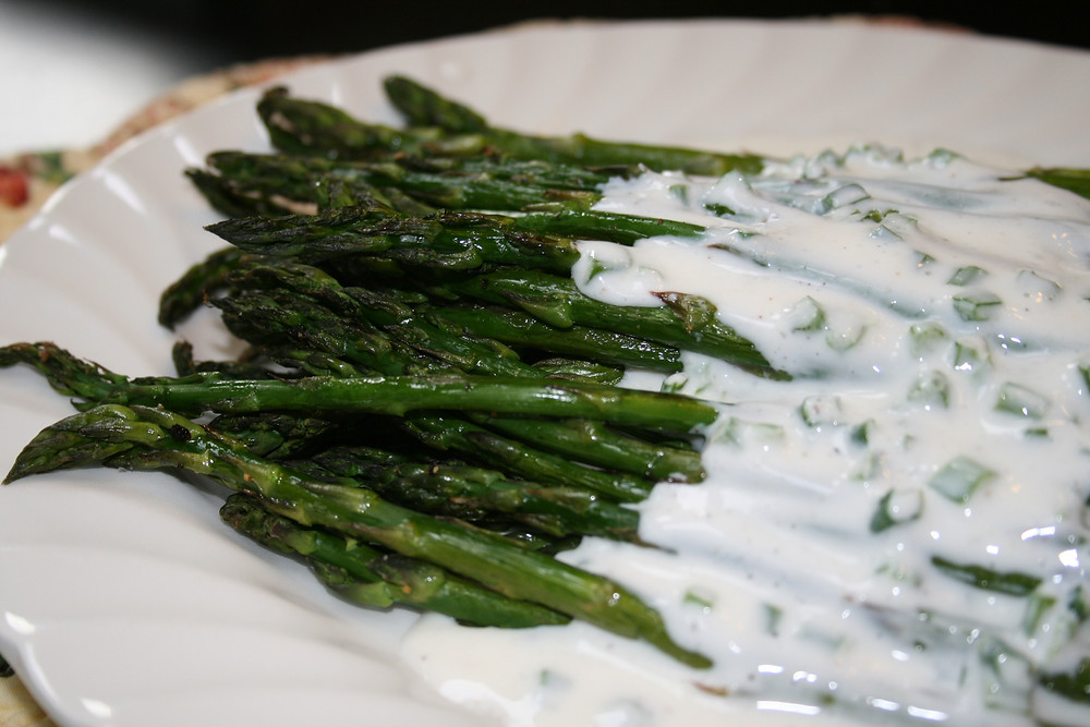 Roasted Asparagus with Creamy Yogurt Ranch Dressing