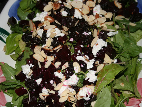 Arugula Salad with Roasted Beets and Goat Cheese