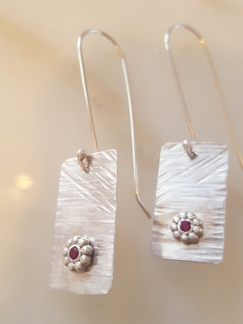 Flower Garnet Earrings