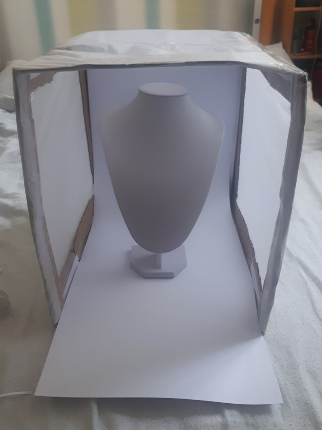 Light-box with bust