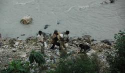 סלעים מגדת הנהר