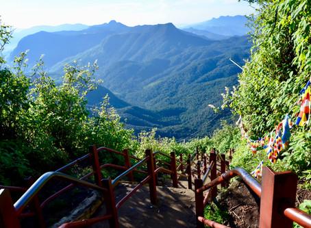 5000 schodov na vrchol posvätnej hory Adam's Peak
