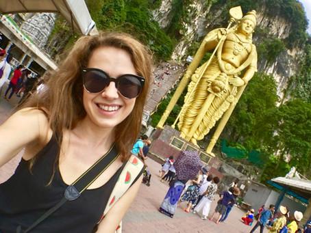 272 schodov k hinduistickému chrámu Batu Caves