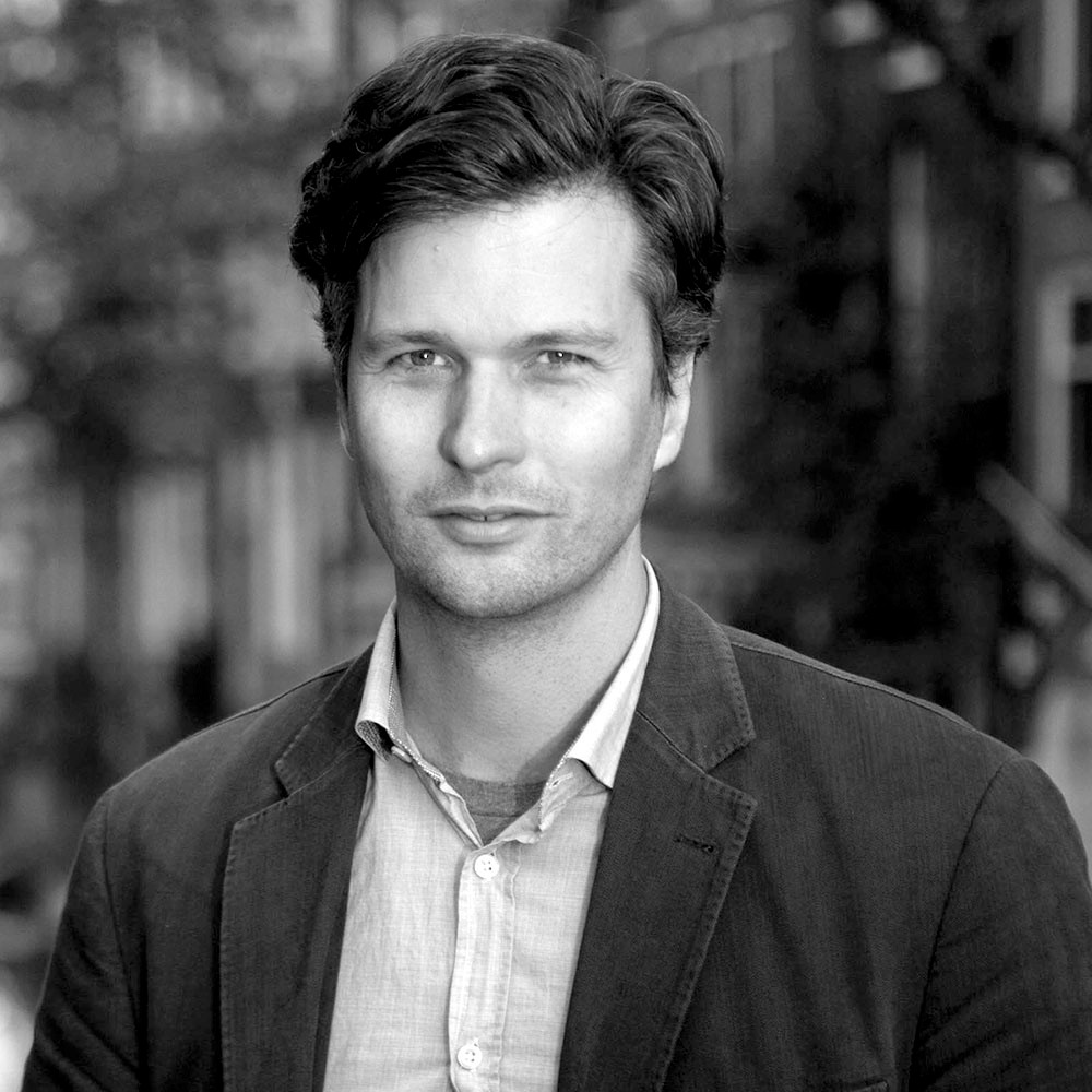 ETHAN KENT   JURY MEMBER Senior Fellow, Projects For Public Spaces, Co-Director PlacemakingX Ethan Kent works to support Placemaking organizations, projects, and leadership around the world, to build a global placemaking movement that builds systemic change towards place-led urbanization. During over 20 years at Project for Public Spaces, Ethan has traveled to more than 900 cities and 60 countries to advance the cause of placemaking and public spaces. Ethan has been integral to the development of placemaking as a transformative approach to economic development, environmentalism, transportation planning, governance, resilience, social equity, design, digital space, and innovation. Placemaking Projects Having worked on over 200 PPS projects, Ethan has led a broad spectrum of Placemaking efforts, providing comprehensive public engagement, user-analysis, capacity building, planning, and visioning for high profile public spaces on six continents.  Highlights have included: Times Square and Astor Place in New York; Pompey Square, Nassau, Bahamas; Garden Place in Hamilton, New Zealand; Sub Centro Las Condes in Santiago, Chile. He has also worked with some of the most high profile developments in the world to help maximize public space outcomes in Hong Kong, Las Vegas, San Francisco, Dubai, Abu Dhabi, Auckland, Parramatta, and Sao Paulo.