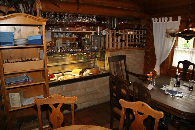 Café Finlandia, Tresen, alles ist vorbereitet für die Gäste