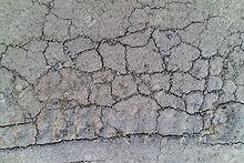 41614816-asphalte-allée-fissuration-fiss