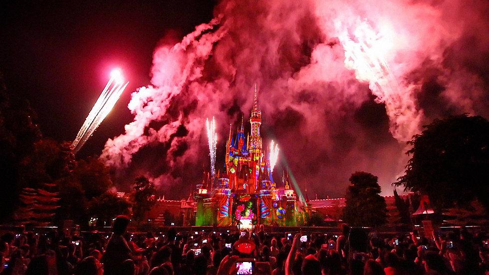 DisneyCrowd_Comp.jpg