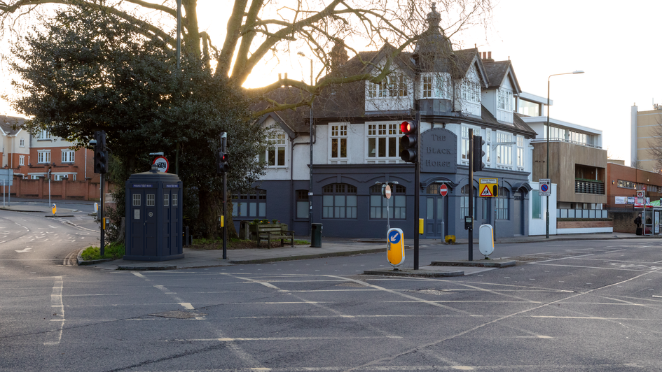 V12 | Ghost Monument | Queen's Road, TW10