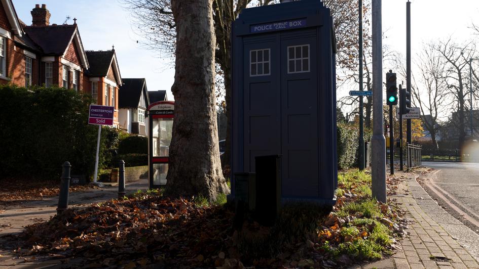 V10 | Ghost Monument | Mortlake Road, TW9