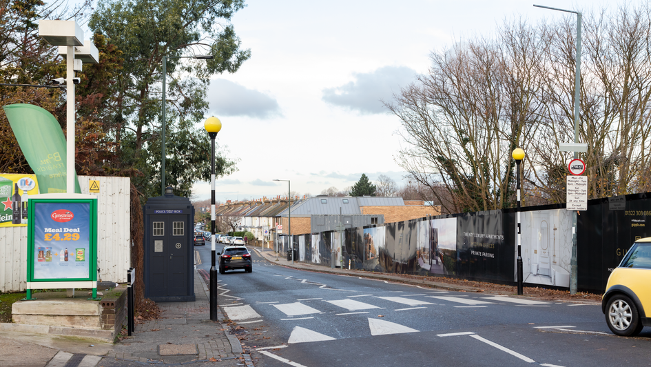 V11 | Ghost Monument | Sandycombe Road, TW9