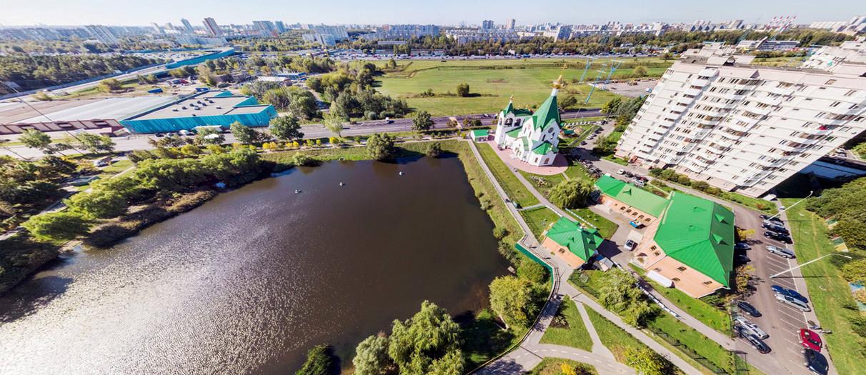 Пруд и церковь на Суздальской