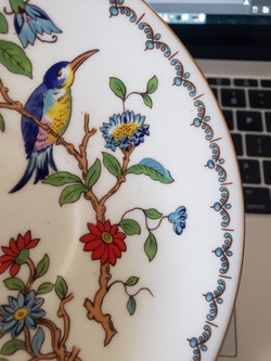 bird on the small plate put on the queen's shoulder