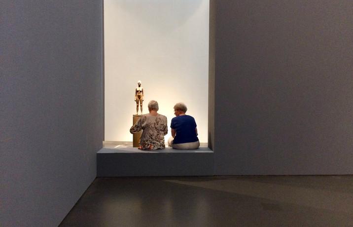 kunst kijken twee vrouwen IMG_2878.JPG