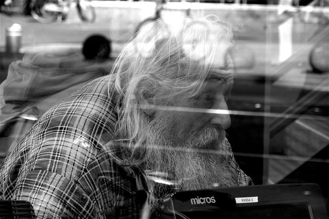02 portret achter glas bij Burger King .JPG