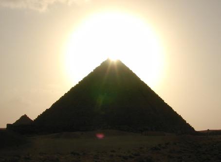 La iniciación viene de Egipto pero la Luz llega de Oriente.