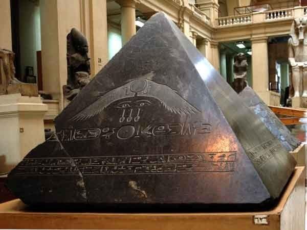 32847b759aca07ac2a22b5ecc33d066d--egyptian-pyramid-egyptian-art