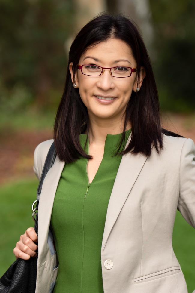 Professional_woman, glasses.jpg