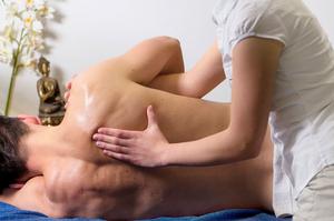 Los masajes descontacturantes son cada vez más habituales entre los deportistas age group.