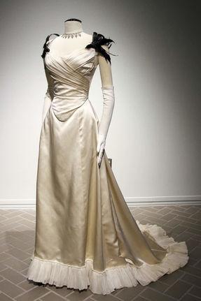 Leslie Caron_Gigi Costume.jpg